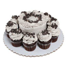 Members Mark Cookies N Creme 5 Chocolate Cake With 10 Cupcakes