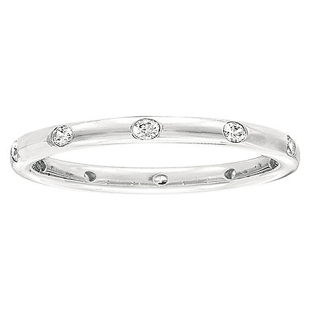0.23 CT. T.W. Diamond Band in White Gold (I, I1)