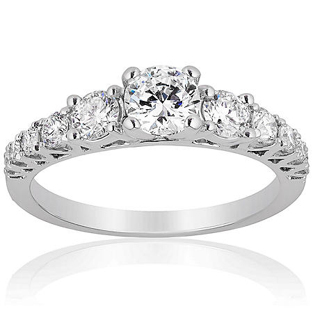 Superior Quality Collection 1.0 CT. T.W. Diamond Graduating Three Stone Ring in 18 Karat White Gold (I, VS2)