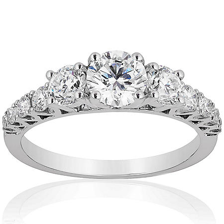 Superior Quality Collection 1.50 CT. T.W. Diamond Graduating Three Stone Ring in 18 Karat White Gold (I, VS2)