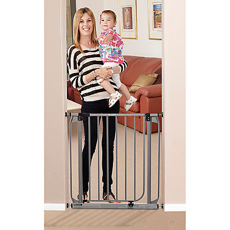Dreambaby Dawson Auto Close Security Gate with Stay Open Feature & Extension Set