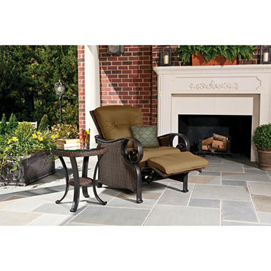 La-Z-Boy Outdoor Isabella Recliner with Toss Pillow
