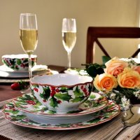 12-Piece Winter Holly Porcelain Dinnerware Set