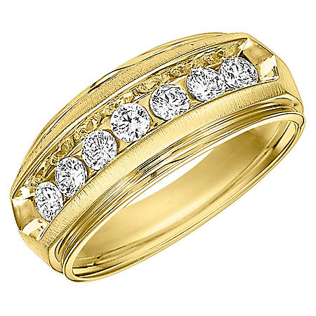 0.96 CT. T.W. Men's Diamond Ring in 14K Gold