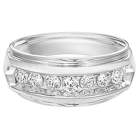 0.96 CT. T.W. Men's Diamond Ring in 14K Gold