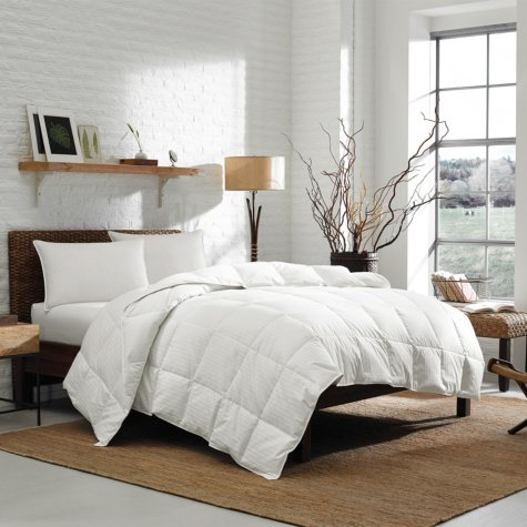 Eddie Bauer Lightweight 700-Fill Power Goose Down Comforter, White