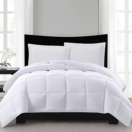 London Fog Supreme Down Alternative Comforter (Assorted Colors and Sizes)
