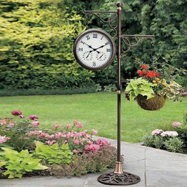 Merveilleux Solar Lighted Garden Clock.