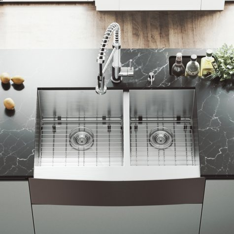 """VIGO 33"""" Farmhouse Stainless Steel Kitchen Sink, 2 Grids and 2 Strainers"""
