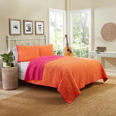 Vue Zuma Beach Reversible Quilt Set (Assorted Sizes)